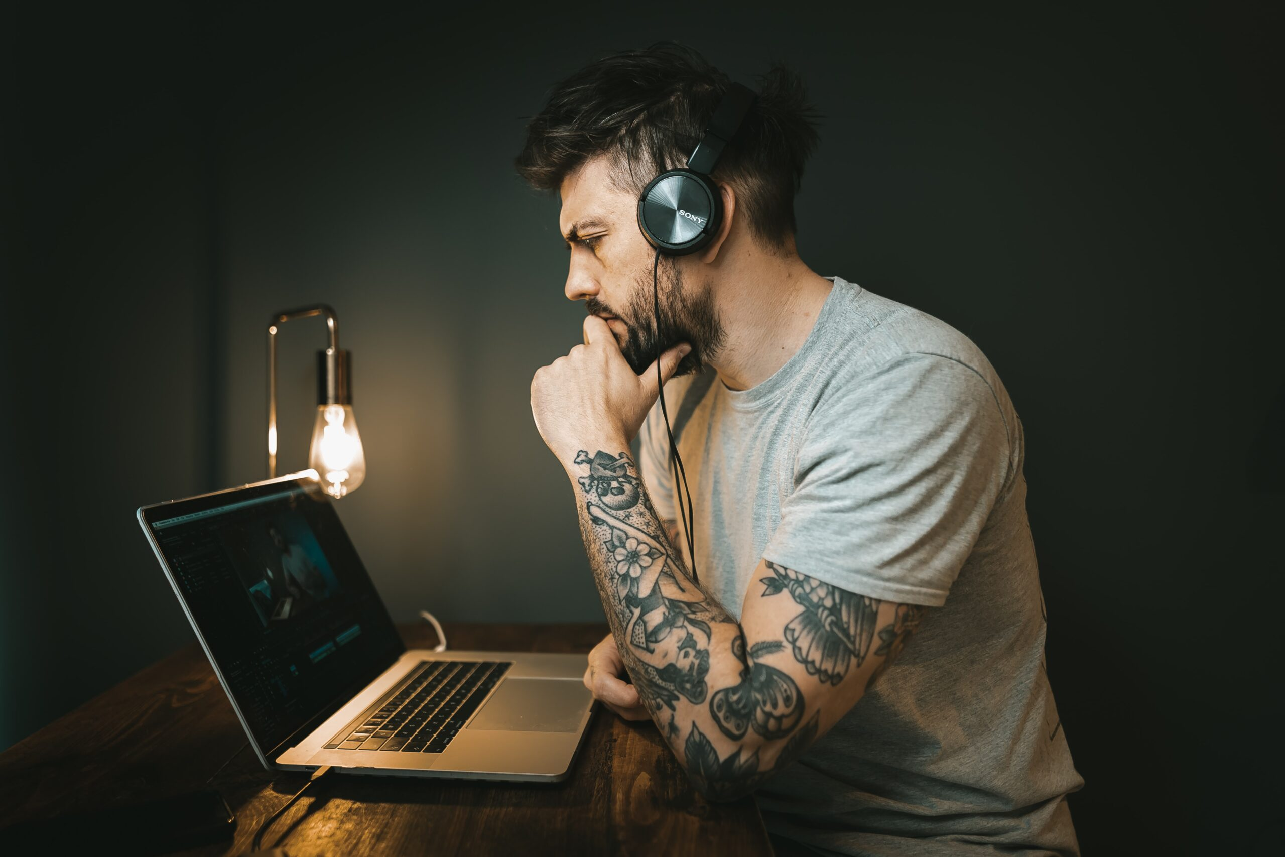 The process of connecting a Win10 computer to the Bluetooth headset